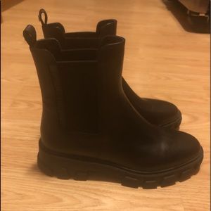 Women's New Michael Kors Boots Size 5.5